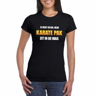 Karatepak zit in de was dames carnaval t shirt zwart