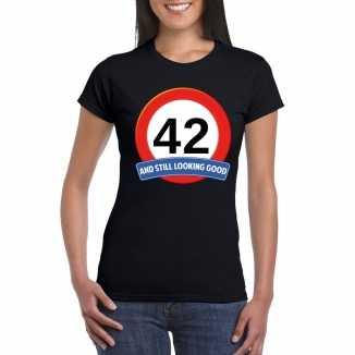 Verkeersbord 42 jaar t shirt zwart dames