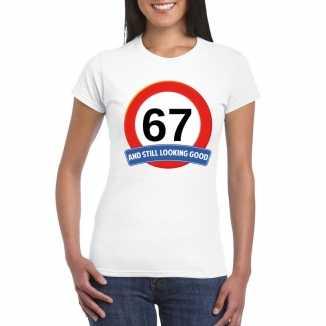 Verkeersbord 67 jaar t shirt wit dames